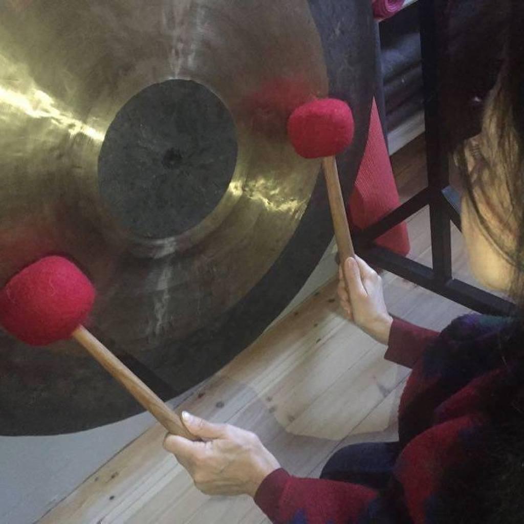 Kąpiel w dźwiękach gongów – 12 marzec  godzina 17:00  w Shanti Joga Studio
